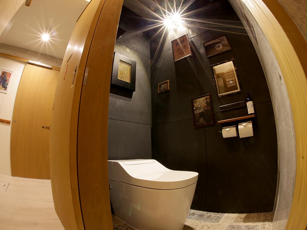 ゲストハウスの清潔なトイレ